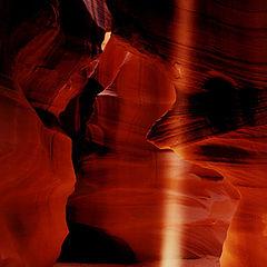 "фото ""The Glory Beam - Antelope Canyon"""