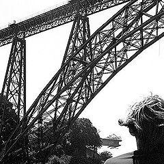 "фото ""Looking at the bridge"""