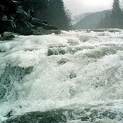 """фото """"Весенние воды на Яремчанском водопаде"""""""