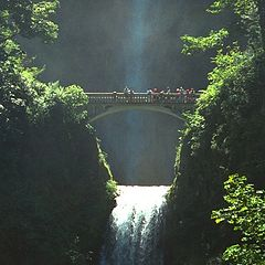 "фото ""Tourist Attraction-Multnomah Falls"""