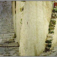 "фото ""Use the stairs around the corner"""