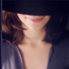 """фото """"Улыбка в шляпе и плавные линии"""""""