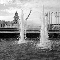 """фото """"Пятеро у вокзала"""""""