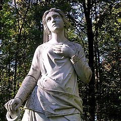 """photo """"This statu is from 1872."""""""