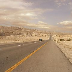 "фото ""Road through desert"""