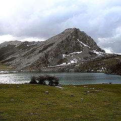 "photo ""lake in the mountain"""