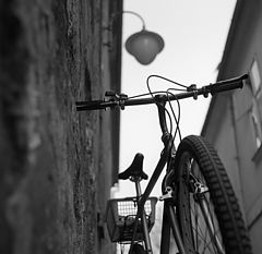 "photo ""bike, wall and street lamp"""