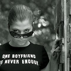 "фото ""one boyfriend is never enough"""