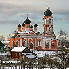 """фото """"Начало дня в поселке Крестцы. Церковь Святой Троицы."""""""