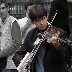 "photo ""The violinist in the street or How today to live to students"""