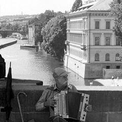 "photo ""Man on bridge"""