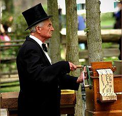 "фото ""the old organ man"""