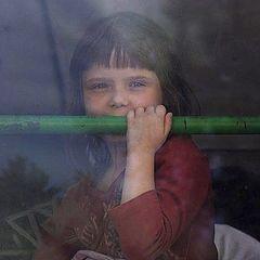 "фото ""Девочка в окне автобуса"""