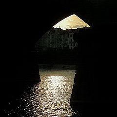 """фото """"Блеск под изгибом мосту."""""""