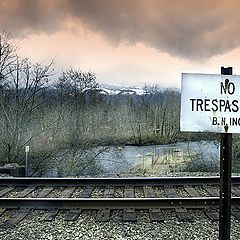 "photo ""NO TRESPASSING"""