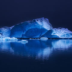 "фото ""Blue light in the ice...."""