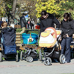 """фото """"The parade of young mothers"""""""