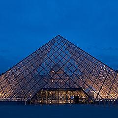 "photo ""The Louvre's piramide"""