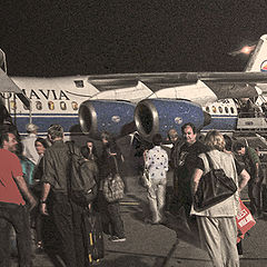 """photo """"""""Continues boarding passengers ..."""""""""""