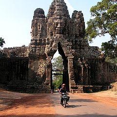 """фото """"Мотобайки и Ангкор"""""""