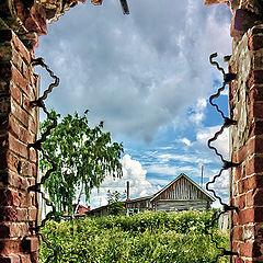 """фото """"Вид из окна разрушенной церкви"""""""