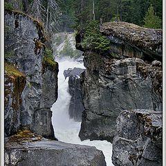 "фото ""Вода, камень точит"""