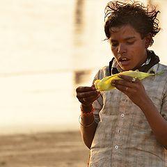"фото ""Мальчик и кукуруза"""