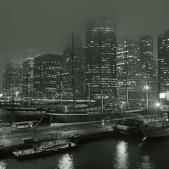 "фото ""Misty night in seaport at South street, Manhattan"""