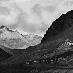 "фото ""У монастыря Ки в долине реки Спити"""