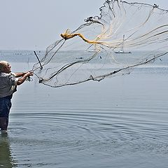 "фото ""Fisherma and his net"""