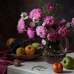 "photo ""натюрморт, фотонатюрморт, свет, цветы, астры, фрукты, яблоки, атлас, алина ланкина"""