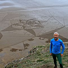 "photo ""Artist Simon Beck's giant Somerset beach art"""