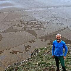 "photo ""Artist Simon Beck's giant Somerset beach art"""