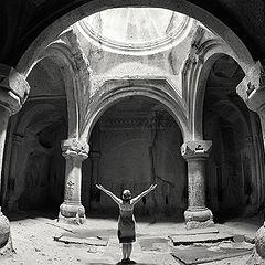 """фото """"В храме монастыря Гегард"""""""
