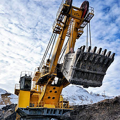 "photo ""the second biggest excavator manufactured in Russia"""