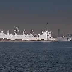 """фото """"А601 """"Монах"""" ВМС Франции в Нью-Йоркской бухте"""""""