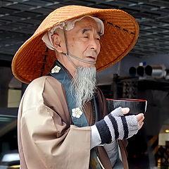 """фото """"Монах собирающий подаяние."""""""