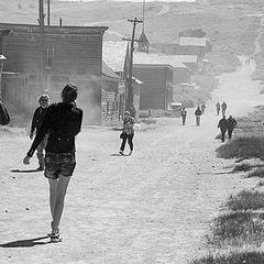 """photo """"Туристы в брошенном городке золотоискателей, Калифорния"""""""