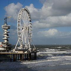 """фото """"Пирс на пляже Схевенинген, Гаага"""""""