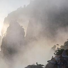 "фото ""Туман гуляет между скал"""