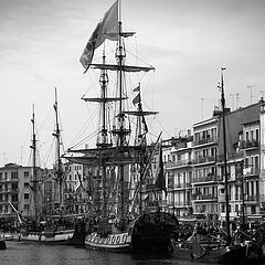"photo ""meeting of sailing ships"""