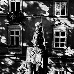"""photo """"Окна и статуя"""""""