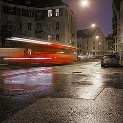 """фото """"Красный трамвай в ночном городе"""""""
