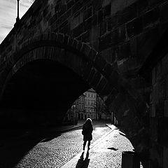 """фото """"Арка моста и фигура"""""""