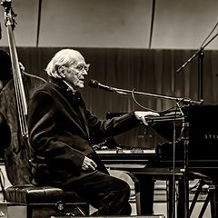 "photo ""Michel Legrand on Stage"""