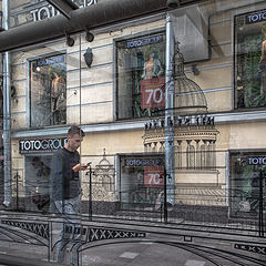 "фото ""Взгляд на город сквозь остановку..."""