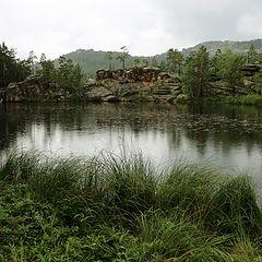 "фото """"Чертово"" озеро в дождь с противоположного берега"""