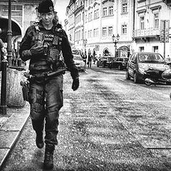 """фото """"Девушка в форме... Прага."""""""