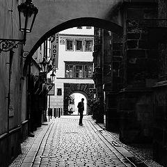 """photo """"Улица, фигура и голубь"""""""