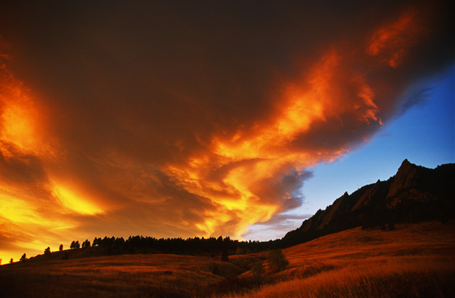 "photo ""Flatirons Fire"" tags: landscape, clouds, sunset"